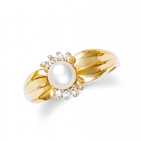 Pearl and Diamond Ring in 9ct Gold
